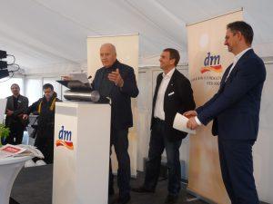 dm-Gründer Götz W. Werner erläutert die Firmenphilosophie