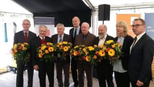 Vom Ministerpräsident und Bürgermeister geehrte Personen (v.l.n.r.): Roy Wallenta, Dr. Manfred Stolpe, Fritz Meier, Dr. Dietmar Woidke, Dr. Joachim Aurich, Michael Schönberg, Birgit Flügge, Ralf Tebling