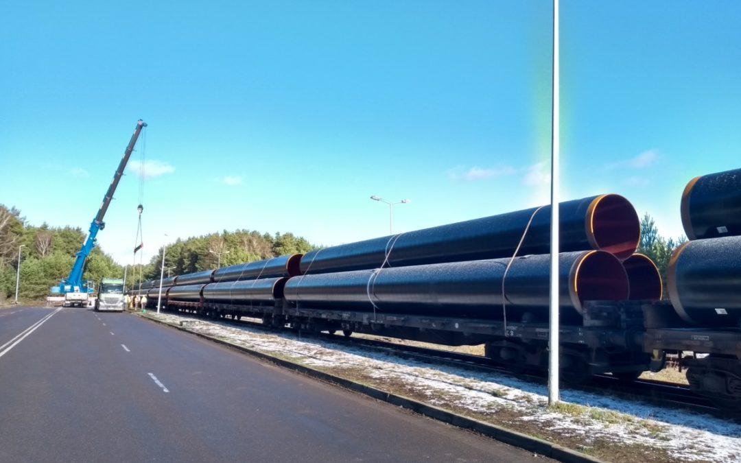 Umschlag von Eugal-Gasrohren im GVZ Freienbrink